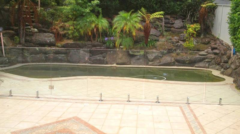 Glass comes into its own to display a tropical garden behind the pool and allow the mosaic to be seen on all sides