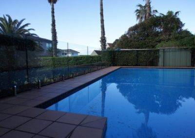 Our frameless glass fences enhance the blue in your swimming pool - pristine and divine