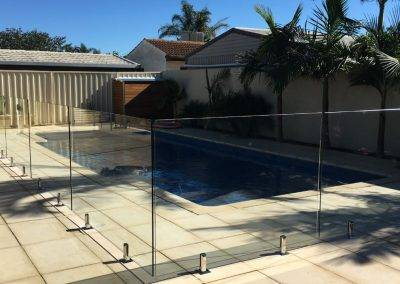 We used superior quality Fethers hydraulic hinges on our gates and stainless D&D latches in this frameless glass fence installation in Adelaide suburbs