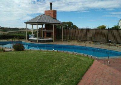 Australian, high grade glass used for this fence around a swimming pool in Renmark
